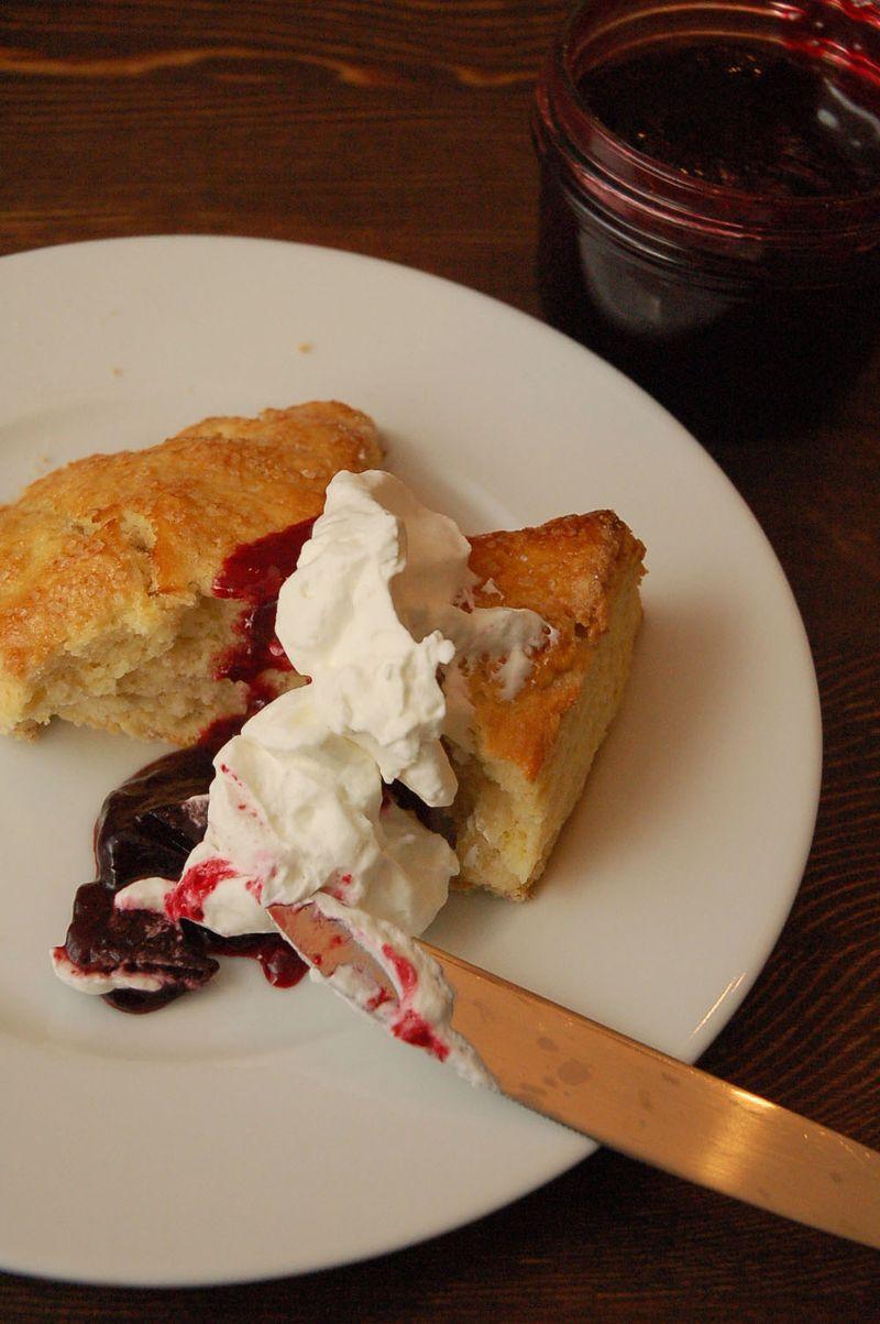 Lemon scones with jam