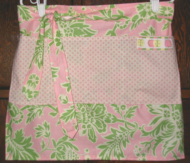Charm_apron_with_large_pocket
