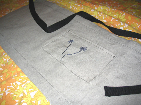 Embroidered_cafe_apron