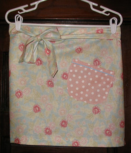 Floral_apron_with_polka_dot_pocket