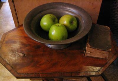 Moms_bowl_of_apples