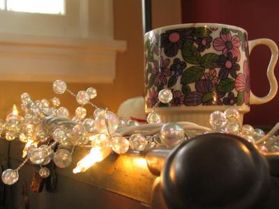 Morning_christmas_lights_and_coffee_mug