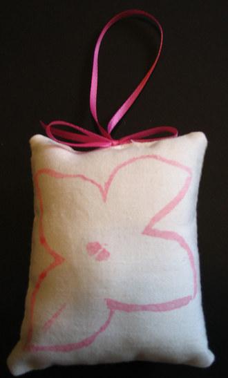 Pink_poinsettia_ornament