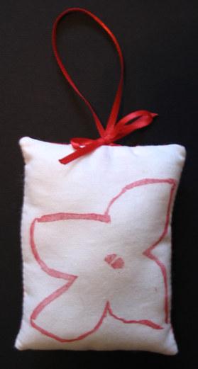 Red_poinsettia_ornament