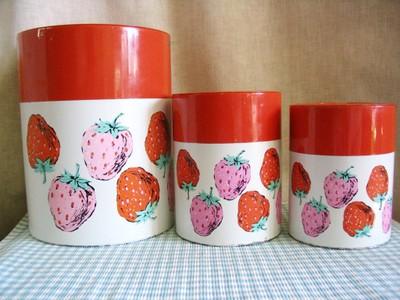 Strawberry_tins