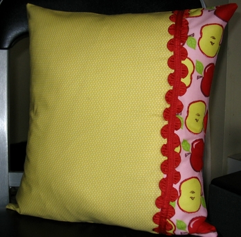 Yellow_apple_pillow